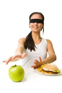 grain brain diet woman choosing healthy food